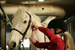 Mädchen und Pferd stockfotografie