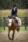 Mädchen und Pony Stockbild