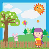 Mädchen und rosafarbenes Kaninchen Lizenzfreie Stockfotos