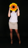Mädchen und Sonnenblume Stockbild
