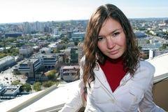 Mädchen und Stadt Lizenzfreie Stockfotos