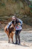Mädchen und Vieh Stockfoto