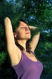 Mädchen und Wald Lizenzfreie Stockfotografie
