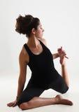 Mädchen und Yoga stockbilder