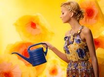 Mädchen unter Blumen Stockbilder