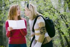 Mädchen verloren im Wald Lizenzfreie Stockfotografie