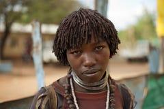 Hamer mädchen mit einem toothstick und einer tätowierung äthiopien