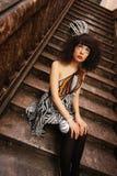 Mädchen von Märchen auf einem Treppenhaus Stockbilder