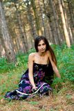 Mädchen am Wald Stockfotografie