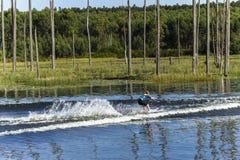 Mädchen-Wasserskifahren-Landschaft Stockbilder