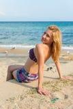 Mädchen, welches das Meer genießt Lizenzfreies Stockbild
