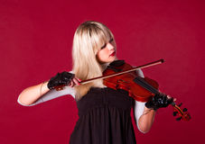 Mädchen, welches die Violine spielt Lizenzfreie Stockfotografie