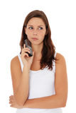 Mädchen zögert, einen Telefonaufruf bildend Lizenzfreies Stockfoto