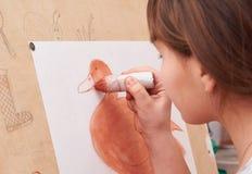 Mädchen zeichnet Lizenzfreies Stockfoto