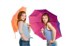 Mädchen zwei mit Regenschirm Lizenzfreie Stockfotografie