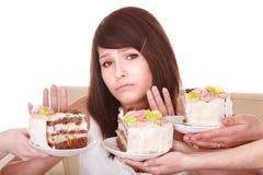 Mädchenabfall, zum der Torte zu essen. Lizenzfreie Stockfotos