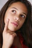 Mädchendenken stockfoto