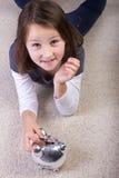 Mädcheneinsparung ihr Geld Stockbilder