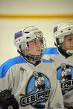 Mädcheneishockeymatch Stockbild