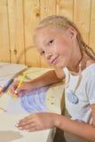 Mädchenfarbenbleistifte Stockfotografie