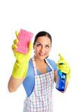Mädchenfrau mit Schwamm und Spray Stockfoto