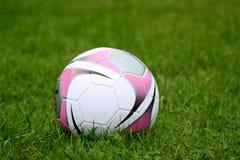 Mädchenfußballkugel Lizenzfreie Stockbilder