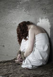 Mädchengewalttätigkeit mit den Händen gesprungen Lizenzfreies Stockbild
