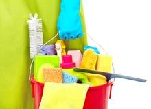 Mädchenhände mit Reinigungswerkzeugen lizenzfreie stockfotos