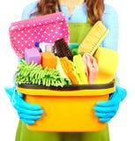 Mädchenhände mit Reinigungswerkzeugen stockfotografie