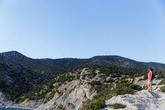 Mädchenhintergrund des schönen Berges Stockfotografie