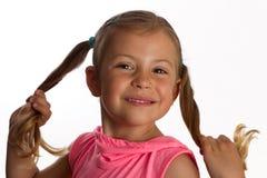 Mädchenholding ihre Ponyhecks Stockfotografie