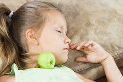 Mädchenkinderschlaf Stockbild