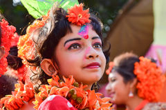 Mädchenkindertänzer perforimg an Festival Holi (Frühling) in Kolkata Stockfotografie