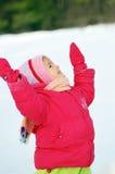 Mädchenkosten auf Schnee Stockfotos