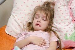 Mädchenkranke mit drei Jährigen Stockbilder