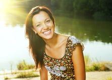 Mädchenlächeln stockfotografie