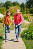 Mädchenlaufen Lizenzfreie Stockbilder