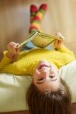 Mädchenlesebuch Lizenzfreie Stockfotos