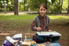 Mädchenmalerei auf Gestell Lizenzfreies Stockfoto