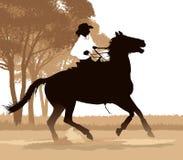 Mädchenpferderueckenreiten Stockfoto