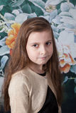 Mädchenporträt mit 8-Jährigen im Studio Stockfoto