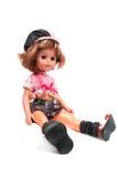 Mädchenpuppe gesetzt auf weißem Hintergrund Stockfotografie