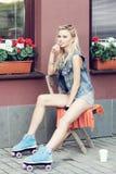 Mädchenrollenschlittschuhläufer Lizenzfreie Stockfotografie