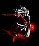 Mädchensamurais, die in der Hand mit Klinge, ein starker kräuselnder Wind stehen Stockbilder