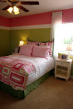 Mädchenschlafzimmer stockbild