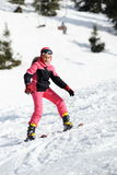 Mädchenskifahrer stockfotografie