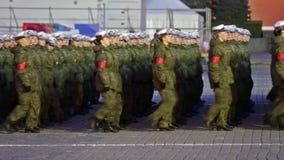 Mädchensoldaten stock video
