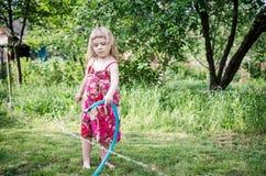 Mädchenspielen Lizenzfreie Stockfotos