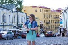 Mädchentourist in Kiew lizenzfreie stockbilder
