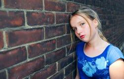 Mädchenumkippen lizenzfreies stockbild